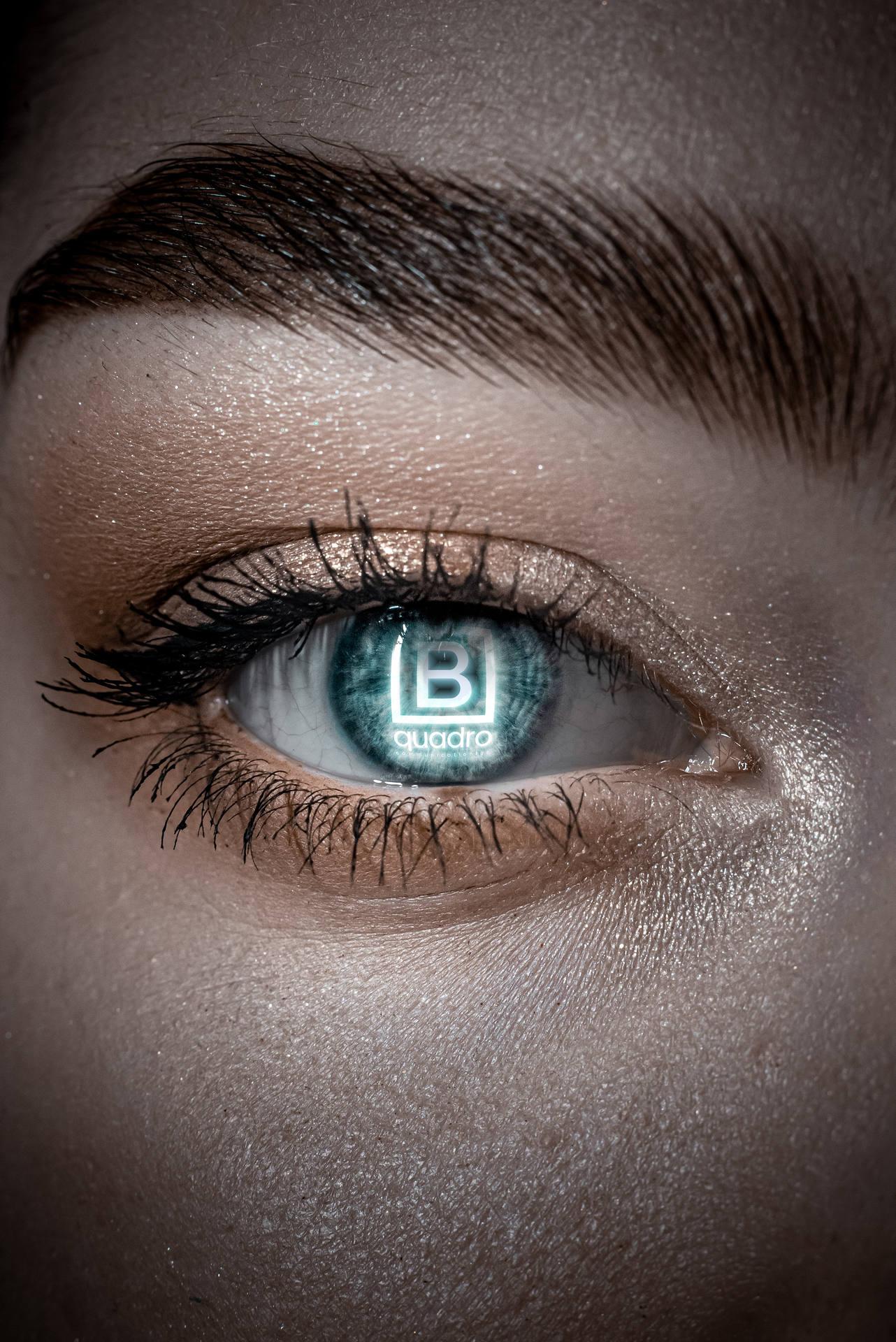 logo-bquadro-agency-agenzia-di-comunicazione-e-marketing-riflesso-in-occhio-femminile